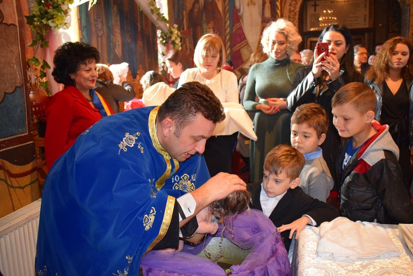 cumpana botez copii abandonați