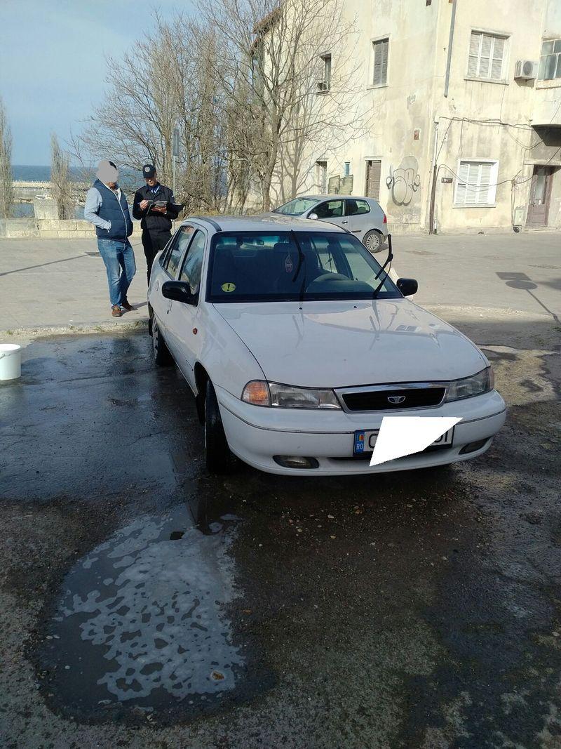 masina spalata in strada